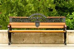 Bench i parken Arkivfoton