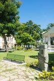 Bench nel parco di Leoncio Vidal, Santa Clara, Cuba fotografie stock libere da diritti