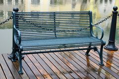 Bench nella pioggia Fotografie Stock