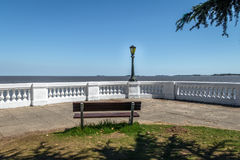 Bench no del Sacramento do La Plata River - do Colonia, Uruguai Foto de Stock Royalty Free