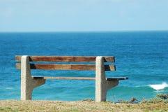 Bench par la mer Photo stock