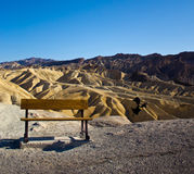 Bench and raven at Zabriskie Point Royalty Free Stock Images