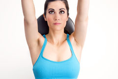 BIg Eyed Brunette Woman Doing Gym Bench Work Royalty Free Stock Photos