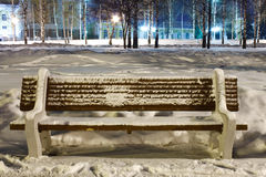 Benche και φωτεινοί σηματοδότες Στοκ εικόνες με δικαίωμα ελεύθερης χρήσης