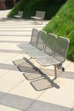 benches den moderna parken Royaltyfria Foton