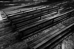 Benches il fondo in bianco e nero Fotografia Stock