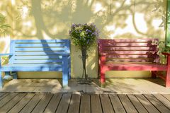 Wooden bench against a white wall Royalty Free Stock Images