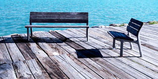 benches trä Arkivfoton