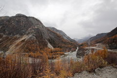 Bend of the Black river Irkut in the Upper gorge. Not far from its source Black river Irkut flows through the gorge, on the one hand, the rock pressure with Royalty Free Stock Photos