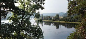 Bend in the river with trees in the foreground Stock Photos