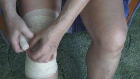 Bendaggio del ginocchio video d archivio