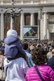 Bendición eucarística de papa Francisco Imagen de archivo