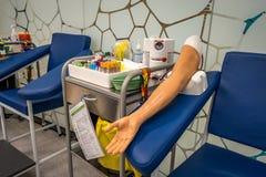 Bendigo, Victoria, Australia - equipo médico del estudio para practicar tomando análisis de sangre en Bendigo TAFE imagen de archivo libre de regalías