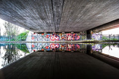 beneath foto de stock