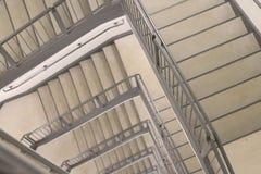 Benedenwaarts Spiraalvormig Trappenhuis stock foto's