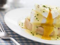 benedict eggs курят пикши, котор Стоковая Фотография RF