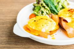 benedict eggs курят семги, котор Стоковое Фото