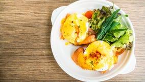 benedict eggs курят семги, котор Стоковое Изображение