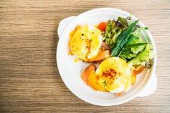 benedict eggs курят семги, котор Стоковые Фотографии RF
