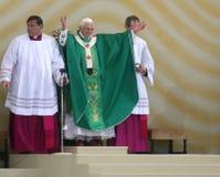Benedict XVI viert een massa Stock Foto's