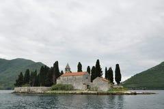 Benedictineklooster op Heilige George Island, Baai van Kotor, Montenegro stock afbeeldingen