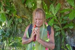 Benedizione di Islander del cuoco su Noni Juice durante il giro di turismo di Eco dentro fotografia stock libera da diritti