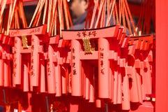 Benedizioni in un tempio famoso di Janpan immagine stock libera da diritti