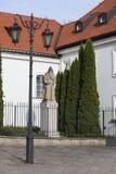 benedykt教会kazimierz新的外部波兰圣徒st雕象城镇华沙 库存照片