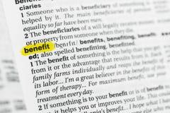 Benefício inglês destacado da palavra e sua definição no dicionário foto de stock
