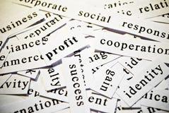Beneficio. Concepto de palabras del recorte relacionadas con negocio. Fotos de archivo