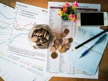 Beneficios financieros del crecimiento y de la inversión con conceptos financieros fotografía de archivo