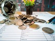 Beneficios financieros del crecimiento y de la inversión con conceptos financieros imagen de archivo libre de regalías
