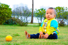 The benefits of orange fruit to the growth of children Royalty Free Stock Photos