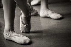 Benen in balletpantoffels Royalty-vrije Stock Foto