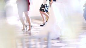 Benen die bij een Huwelijk dansen stock videobeelden