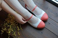 Benen in elegante schoenen Royalty-vrije Stock Afbeeldingen