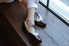 Benen in elegante schoenen Stock Fotografie