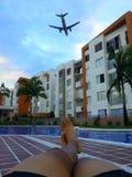 Benen en vliegtuig royalty-vrije stock afbeeldingen