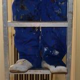 Benen en voeten op een ladder stock foto's