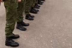 Benen van de militairen in de rangen royalty-vrije stock fotografie