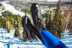 Benen van een vrouw in schoenen Stock Foto's