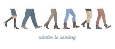 Benen van mensengroep het lopen in de winterschoenen Royalty-vrije Stock Foto's