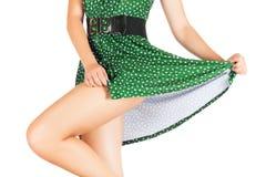 Benen van mooi die model met plotseling mooie rok worden behandeld royalty-vrije stock afbeelding