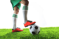 Benen van voetbalster, voetballer en geïsoleerde voetbalbal stock foto