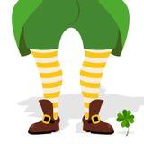 Benenkabouter en klaver Groene geklede jas en gestreepte sokken stock illustratie