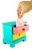 Benennung, Liebe Auf rosa Herzpapieranmerkung Stockfoto