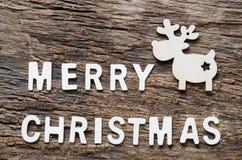 Benennung und Ren der frohen Weihnachten auf Holztisch lizenzfreies stockfoto