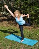 benet mature en pilateskvinna Arkivfoto