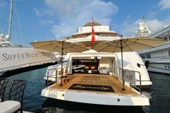 从Benetti的M/Y朝代超级游艇在新加坡游艇展示的显示2013年 免版税图库摄影