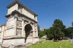 Benevento (Campania, Italia): Arco di Traiano Foto de archivo